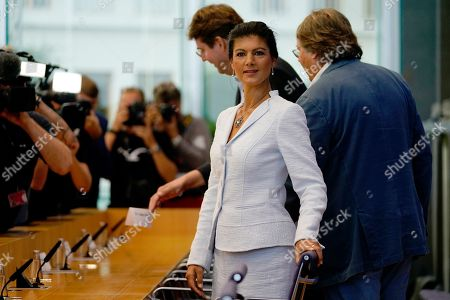 Sahra Wagenknecht (2-R), chairwoman of the parliamentary group of The Left (Die Linke) party in the German 'Bundestag' parliament, Ludger Volmer (R), former chairman of The Greens party and Bernd Stegemann, author and dramatic adviser, take their seats for the founding press conference of the movement 'Get Up' (Aufstehen) in Berlin, Germany, 04 September 2018. 'Get up' aims at gathering supporters of different parties in a common movement and to promote campaigns for left-wing political goals.