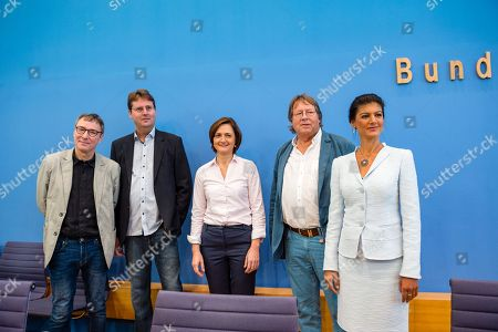(L-R) Hans Albers, a supporter of the movement, Bernd Stegemann, author and dramatic adviser, Simone Lange, Mayor of Flensburg, Ludger Volmer, former chairman of The Greens party, and Sahra Wagenknecht, chairwoman of the parliamentary group of The Left (Die Linke) party in the German 'Bundestag' parliament, pose for the media prior to the founding press conference of the movement 'Get Up' (Aufstehen) in Berlin, Germany, 04 September 2018. 'Get up' aims at gathering supporters of different parties in a common movement and to promote campaigns for left-wing political goals.
