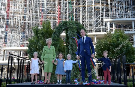 Friede Springer (2-L) and Matthias Doepfner, CEO of Axel Springer, (2-R) pose with children during the topping out of the new Axel Springer building in Berlin, Germany, 04 September 2018. The new building of Axel Springer, one of the biggest digital publishers in Europe that owns various multimedia news brands is designed by Dutch architect Rem Koolhaas.