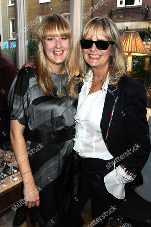 Twiggy with daughter Carly Lawson (r)