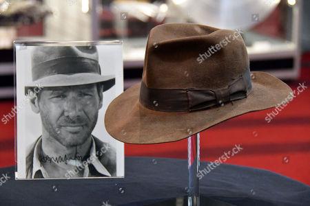 9f570f9a421f9 Imagen en stock de Harrison Ford s Indiana Jones Signature Fedora hat from Indiana  Jones and the