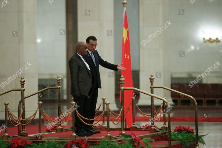 Chinese Premier Li Keqiang (R) invites Prime Minister of Lesotho, Thomas Motsoahae Thabane (L) to view an honour guard during a welcoming ceremony inside the Great Hall of the People in Beijing, China, 06 September 2018.