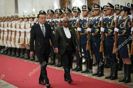 Chinese Premier Li Keqiang (L) accompanies Prime Minister of Lesotho, Thomas Motsoahae Thabane (R) to view an honour guard during a welcoming ceremony inside the Great Hall of the People in Beijing, China, 06 September 2018.