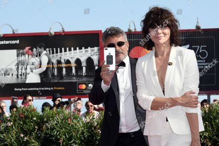 Dirctor Paolo Genovese fa le riprese con l' iPhone e Malgorzata Szumowska