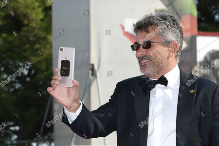 Director Paolo Genovese resumes red carpet with Iphone