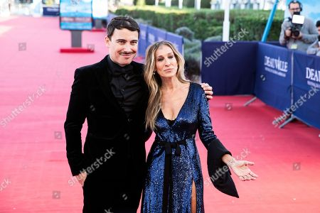 French director Fabien Constant (L) and  US actress Sarah Jessica Parker arrive on the red carpet prior to the premiere of 'Here and Now' during the 44th Deauville American Film Festival, in Deauville, France, 06 September 2018. The festival runs from August 31 to September 11.