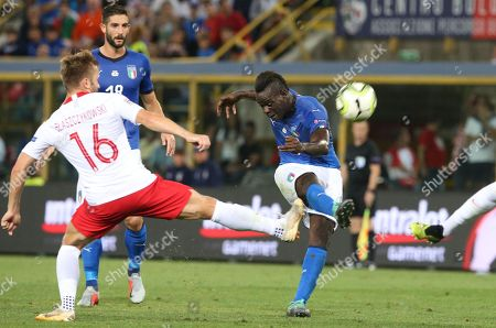 Italy's Mario Balotelli (R) and Poland's Jakub Blaszczykowski in action during the UEFA Nations League soccer match between Italy and Poland at the Renato Dall'Ara stadium in Bologna, Italy, 07 September 2018.