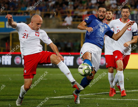 Poland's Rafal Kurzawa, left, and Italy's Roberto Gagliardini vie for the ball during the UEFA Nations League soccer match between Italy and Poland at Dall'Ara stadium in Bologna, Italy