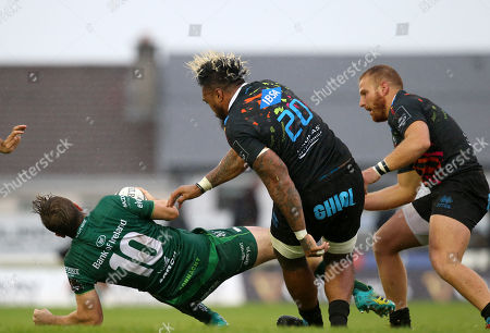 Fesselnd Connacht Vs Zebre. Connachtu0027s Jack Carty Is Tackled High By Jimmy Tuivaiti  Of Zebre ...