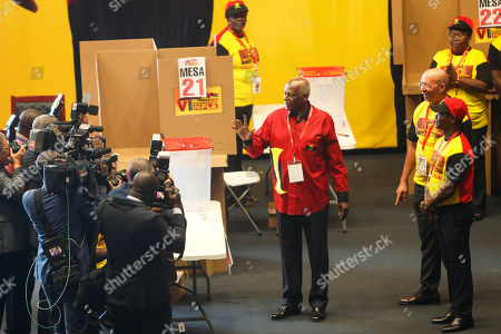 The outgoing president of the Popular Movement for the Liberation of Angola (MPLA) Jose Eduardo dos Santos (C) waves to the delegates of the party during the 6th MPLA Extraordinary Congress held in the Belas Complex, south of Luanda, Angola, 08 September 2018. Former President of Angola, Jose Eduardo dos Santos, ended his career in active politics on the same day, handing over power to the Popular Movement for the Liberation of Angola (MPLA) to current Angolan head of state, Joao Lourenco.
