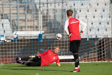 Denmark's goalkeepers Kasper Schmeichel and Frederik Ronnow attend a training session in Aarhus, Denmark, 08 September 2018. Denmark faces Wales in an UEFA Nations League soccer match on 09 September.