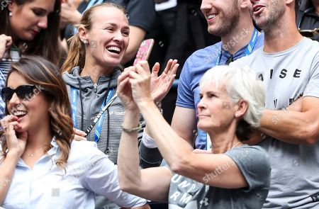 Judy Murray and Martina Hingis celebrate after the mixed double final (won by Jamie Murray and Bethanie Mattek-Sands)