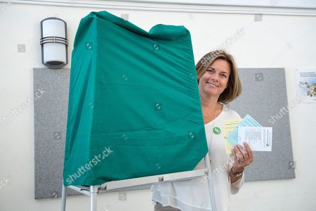 Swedish Minister for International Development Cooperation and Climate, and Deputy Prime Minister Isabella Lovin casts her vote during election day in Sweden at the Viks School in Varmdo, close to Stockholm, Sweden, 09 September 2018. About 7.5 million Swedes are eligible to vote in the country?s general elections on 09 September that are expected to see huge gains for the far-right Sweden Democrats (SD) party and losses for the ruling coalition of Social Democrtas and the Green party. The previous election campaign has been dominated by a controversial debate over the country?s immigration policy.