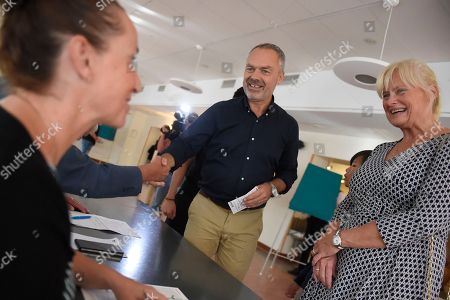 Jan Bjorklund (C), leader of the Sweddish Liberal Party, and his wife Anette Brifalk (R) register to cast their ballots in the general elections in a polling place at the Norra Angby school in Stockholm, Sweden, 09 September 2018. Others are not identified. About 7.5 million Swedes are eligible to vote in the country?s general elections on 09 September that are expected to see huge gains for the far-right Sweden Democrats (SD) party and losses for the ruling coalition of Social Democrtas and the Green party. The previous election campaign has been dominated by a controversial debate over the country?s immigration policy.