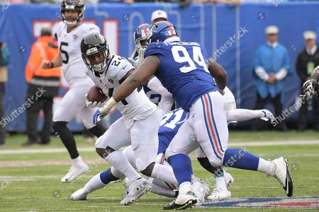 New York Giants' Dalvin Tomlinson (94) closes in on Jacksonville Jaguars' T.J. Yeldon (24) during the second half of an NFL football game, in East Rutherford, N.J
