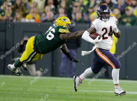 Chicago Bears' Jordan Howard runs past Green Bay Packers' Mike Daniels during the second half of an NFL football game, in Green Bay, Wis