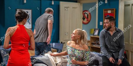 Ep 8260 Friday 14th September 2018 Tracy Metcalfe, as played by Amy Walsh, and Priya Sharma, as played by Fiona Wade, are apprehensive as they arrive at Dale View and are greeted by a wired Ross Barton, as played by Michael Parr, and loud music playing. Feeling uncomfortable, it's not long before Priya and Jimmy King, as played by Nick Miles, make an excuse to leave. Tracy's heart breaks for him when Ross opens up about Rebecca.
