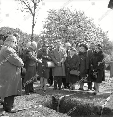 The funeral of Martha Longhurst. Jack Howarth (as Albert Tatlock), Vernon Joyner (as Stuart Hodges), Arthur Lowe (as Leonard Swindley), Stephanie Bidmead (as Lily Haddon), Ivan Beavis (as Harry Hewitt), Henry Livings (as Wilf Haddon), Arthur Leslie (as Jack Walker), Margot Bryant (as Minnie Caldwell), Doris Speed (as Annie Walker) and Frank Pemberton (as Frank Barlow)