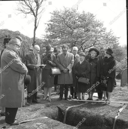 The funeral of Martha Longhurst. Jack Howarth (as Albert Tatlock), Vernon Joyner (as Stuart Hodges), Arthur Lowe (as Leonard Swindley), Stephanie Bidmead (as Lily Haddon), Henry Livings (as Wilf Haddon), Arthur Leslie (as Jack Walker), Margot Bryant (as Minnie Caldwell), Doris Speed (as Annie Walker) and Frank Pemberton (as Frank Barlow)