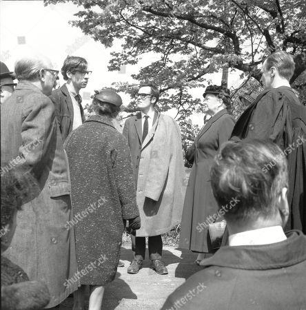 The funeral of Martha Longhurst. Arthur Leslie (as Jack Walker), Arthur Lowe (as Leonard Swindley), Margot Bryant (as Minnie Caldwell), Henry Livings (as Wilf Haddon), Violet Carson (as Ena Sharples), Vernon Joyner (as Stuart Hodges) and Frank Pemberton (as Frank Barlow)