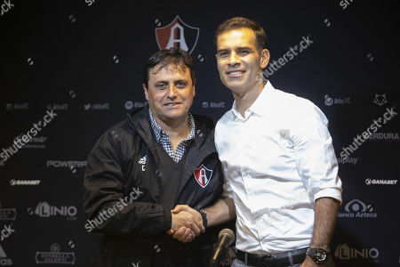 Argentinian Guillermo Hoyos (L) shakes hands with the President of Atlas Rafael Marquez (R) during a press conference where he was presented as the new head coach of the Mexican team Atlas, in Zapopan, Jalisco, Mexico, 11 September 2018.