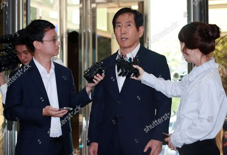 Cho Hyun-oh, former commissioner of the National Police Agency, speaks to reporters after arriving at the National Police Agency in Seoul, South Korea, 12 September 2018, to be questioned over his alleged involvement in massive cyber operations by the police force for the conservative Lee Myung-bak government in the early 2010s.