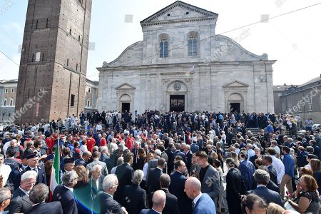 People gather outside the church during a mass held in memory of Italian - Canadian businessman CEO of Fiat Chrysler Automobiles Sergio Marchionne in Turin, Italy, 14 September 2018. Marchionne died in Zurich on 25 July 2018.