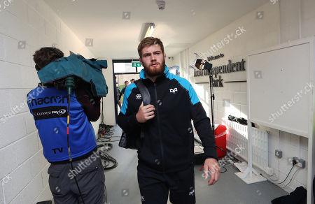Munster vs Ospreys. Ospreys' Rhodri Jones arrives