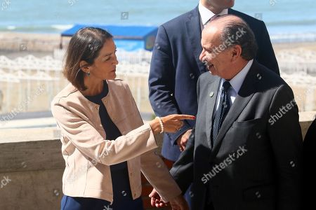 Reyes Maroto (L), Minister of Industry, Commerce and Tourism of Spain, talks with the Brazilian Foreign Minister, Aloysio Nunes (R), during the taking of the family photo after their meeting, in Mar del Plata, Argentina, 14 September, 2018. Today's meeting agenda will discuss global value chains, the new industrial revolution and the current situation of international trade.