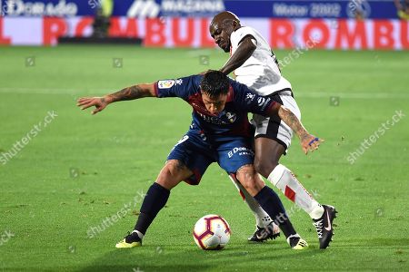 Huesca's FC Argentine forward Chimy Avila (L) vies for the ball with Rayo Vallecano's French midfielder Gael Kakuta during the Primera Division Liga match between Huesca FC and Rayo Vallecano held in Huesca, Spain, 14 September 2018 (issued 15 September 2018).
