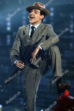 Raimondo Todaro as Gene Kelly