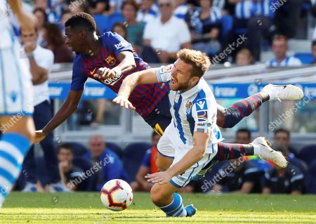 Real Sociedad's Asier Illarramendi (R) in action against FC Barcelona's Ousmane Dembele (L) during the Spanish La Liga soccer match between Real Sociedad and FC Barcelona in San Sebastian, Spain, 15 September 2018.