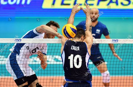 Argentinian Cristian Poglajen (L) in action against Italy's Filippo Lanza (R) during the FIVB Men's World Championship First Round Pool A match between Italy and Argentina at the Mandela Forum in Florence, Italy, 15 September 2018.