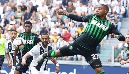 Juventus's Medhi Benatia and Sassuolo's Kevin Prince Boateng (R) in action during the Italian Serie A soccer match Juventus FC vs US Sassuolo at Allianz Stadium in Turin, Italy, 16 September 2018.