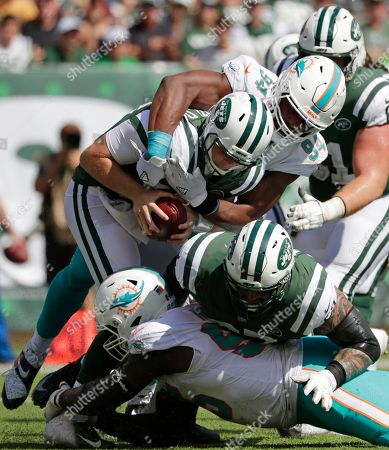 Robert Quinn, Sam Darnold. Miami Dolphins' Robert Quinn (94) sacks New York Jets' Sam Darnold (14) during the first half of an NFL football game, in East Rutherford, N.J