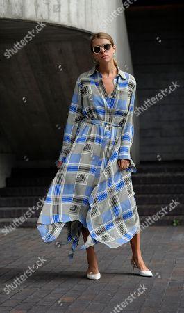 Monica Ainley Street Style