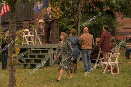 Scott Glenn as Alan Pangborn, Sissy Spacek as Ruth Deaver
