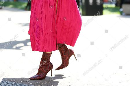 Jessie Bush, shoe detail