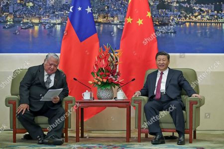 Samoa Prime Minister Tuilaepa Lupesoliai Sailele Malielegaoi (L) meets with Chinese President Xi Jinping (R) at The Great Hall Of The People in Beijing, China, 18 September 2018.