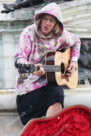 Stock Image of Justin Bieber busking outside for Hailey outside Buckingham Palace