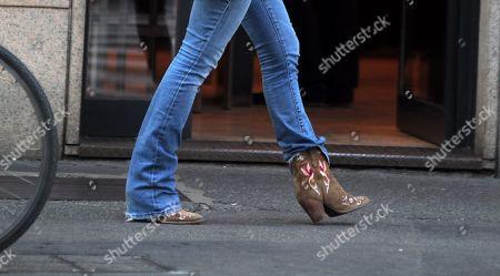 Sabrina Impacciatore, shoe detail
