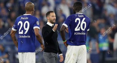 Schalke's head coach Domenico Tedesco (C) talks to Schalke's Naldo (L) and Schalke's Salif Sane (R) during the UEFA Champions League Group D soccer match between Schalke 04 and FC Porto in Gelsenkirchen, Germany, 18 September 2018.