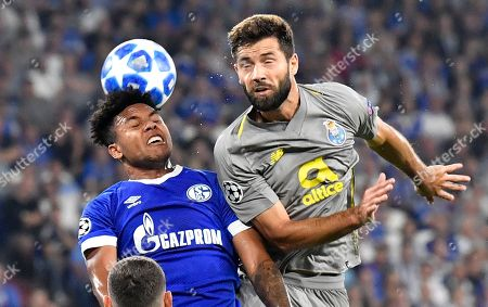 Schalke midfielder Weston McKennie, left, and Porto defender Maxi Pereira challenge for the ball during the Champions League group D soccer match between FC Schalke 04 and FC Porto at the Arena AufSchalke in Gelsenkirchen, Germany