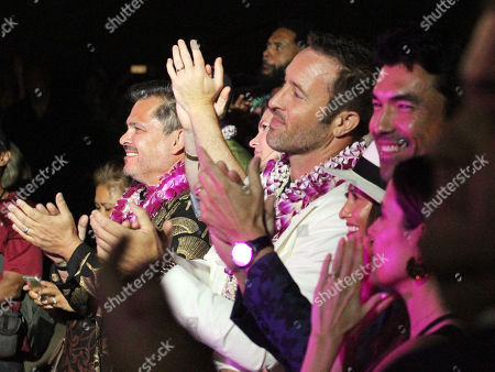 Peter M. Lenkov and Ale O'Loughlin applaud Cyndi Lauper during the Hawaii Five-O and Magnum P.I. Sunset On The Beach event on Waikiki Beach in Honolulu, Hawaii - Michael Sullivan/CSM