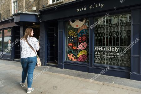 Woman wearing an Oral Kiely bag outside the closed Monmouth Street store