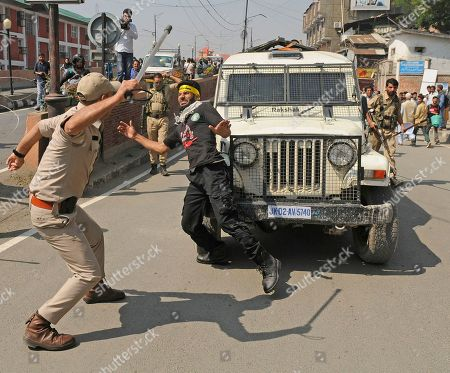 Muharram mourners clash with security forces, Srinagar