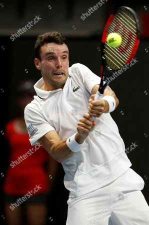 Roberto Bautista Agut of Spain in action against Mikhail Youzhny of Russia during their second round match of the St.Petersburg Open ATP tennis tournament in St.Petersburg, Russia, 20 September 2018.