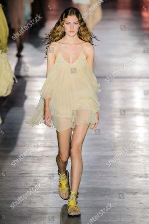 Felice Nova Noordhoff on the catwalk