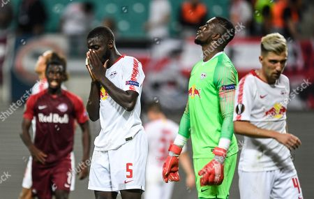 Leipzig's Dayot Upamecano (2nd -L) and Leipzig's goalkeeper Yvon Mvogo (C) show their dejection after the UEFA Europa League Group B soccer match between RB Leipzig and FC Salzburg in Leipzig, Germany, 20 September 2018.