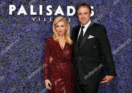 Stock Photo of Susan Yeagley and Kevin Nealon